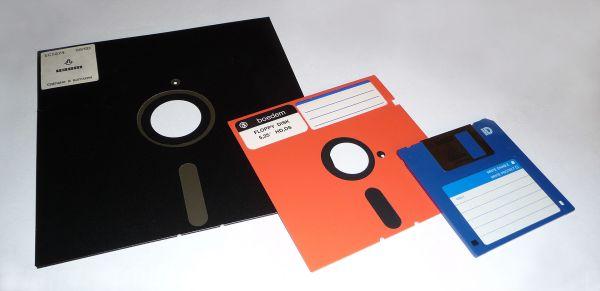 1920px-Floppy_disk_2009_G1